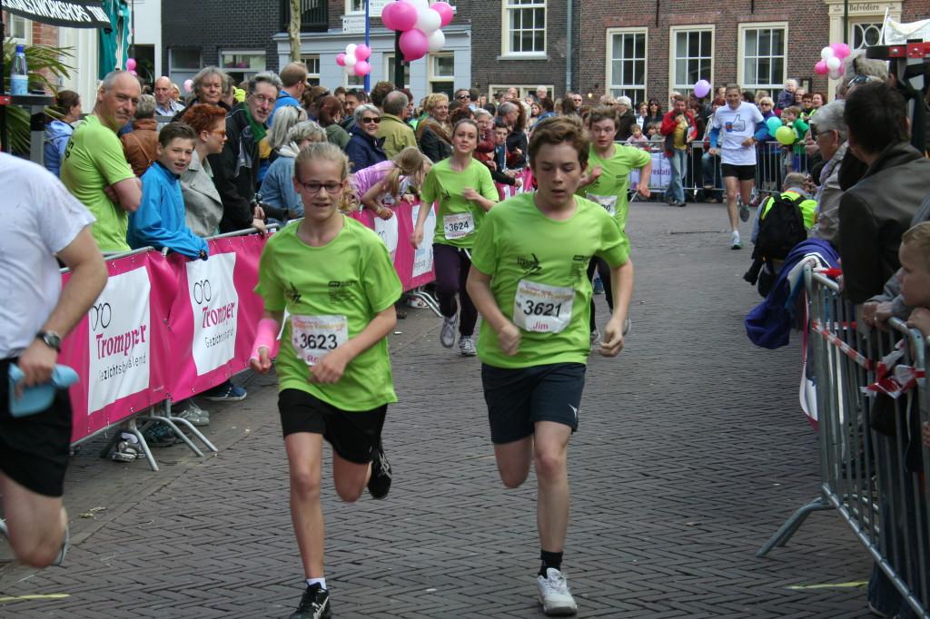 Jim en Roos op de hielen gezeten door Bonno en Janneke